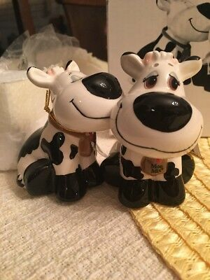 Adorable Kissing Cows Salt and Pepper Shakers. Must See