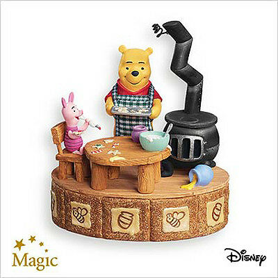 2007 Hallmark MAKING SWEET REMEMBERIES Disney MAGIC Ornament WINNIE THE POOH