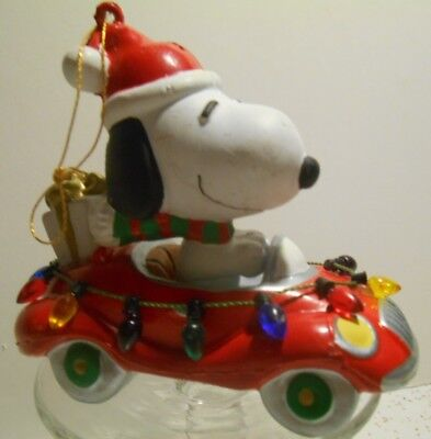 Peanuts SNOOPY w/Santa Hat Driving In Car Christmas Lights Ornament Decoration
