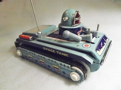 "Beijing Toy. "" 70s SPACE TANK ME-091 "". CHINA. SPACE TOY. Länge: 24,5 cm."