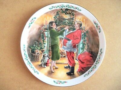 Royal Doulton Collector Plate  DAD PLAYS SANTA  Dated CHRISTMAS 1991