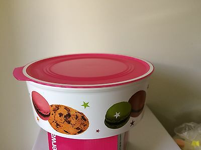 Tupperware ROUND COOKIE CONTAINER. VERY RARE.PRETTY IN PINK. BNIP.