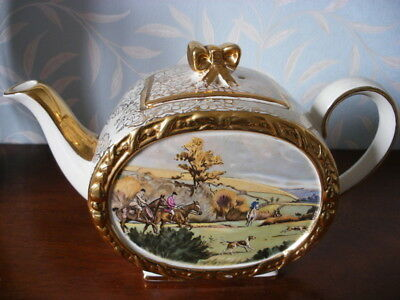 A Sadler Barrel Teapot - Fox Hunting Scene   477K
