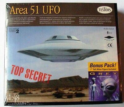 "AREA 51 UFO / Bonus 7"" Grey Alien Model Kit"