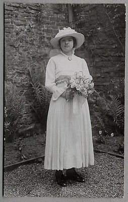 Edwardian/1920's era Wedding Postcard - Lovely looking Bride with nice bouquet