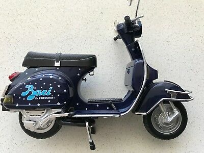 Vespa PX Baci Model toy scooter Piaggio 1:12 Scale Good Detail