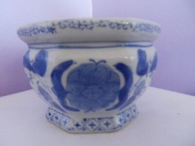 Fab Vintage Chinese Octagonal Pottery Blue & White  Flowers  Design Plant Pot