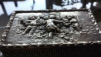 111g VIRTU XIXC BOX HEAVY CARVING ALLEGORICAL QUERUBINES STERLING SILVER