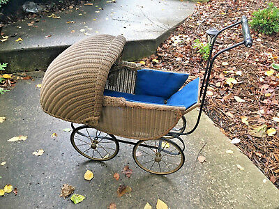 Antique Wicker Kumfy-Kab Co. Baby Doll Buggy / Carriage Made in La Porte Indiana