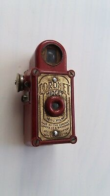 Beautiful Vintage c.1930's Cherry Bakelite CORONET MIDGET 16mm Camera