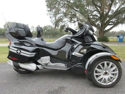 Can-Am Spyder RT  2016 Can-AM  RTS-SE6, AUTO, STEREO, CRUISE, AMAZING RIDE, SWEET