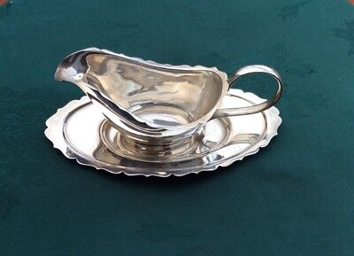 Very  Pretty Silver Plated Mint Sauce Gravy Cranberry Boat And Dish