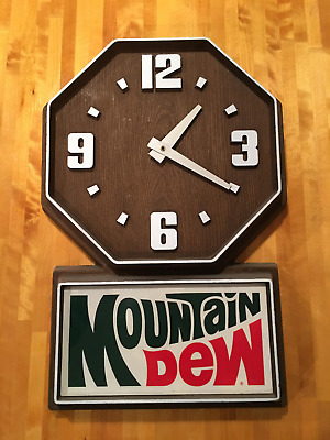 Vintage 1970's MOUNTAIN DEW wood grain CLOCK Advertising Sign Works Great light