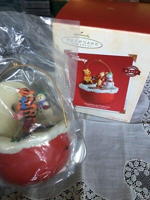 Hallmark Ornament Skating in circles Winnie the Pooh Magic Motion 2002 BX-A