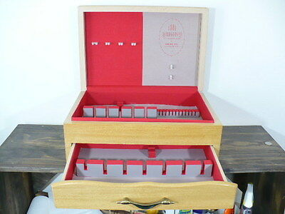 Oneida 1881 Rogers 88pc Blonde Silverware chest with red felt interior& drawer
