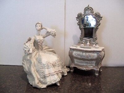 Lladro Figurine    LADY AT DRESSING TABLE #1242   Retired 1988