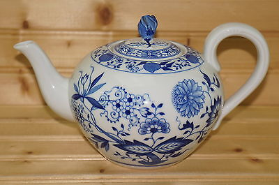 Hutschenreuther Blue Onion Teapot w/matching Lid, Full Size, 4 1/2""