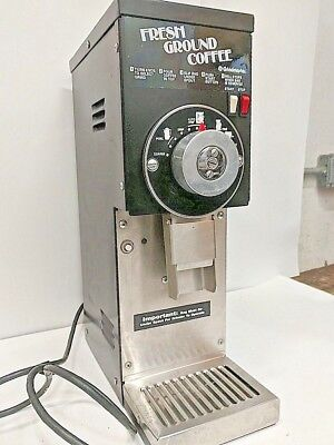 Grindmaster Cecilware 835 Commercial Coffee Grinder with Auto Shut Off and Tray