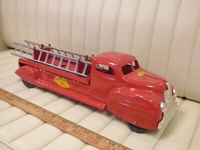 1940s LINCOLN - Fire Dept. Ladder Truck Pressed Steel Toy CANADA