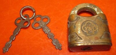 Vintage Y&T Yale & Towne Brass Padlock With 2 Keys Free Shipping!!