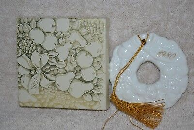 Vintage 80s Avon Christmas Remembrance Ceramic White Wreath Ornament Gift w Box