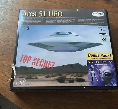 "AREA 51 UFO (Testors) with the bonus 7"" Grey Alien sealed kit 1:48 large scale"