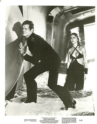 Roger Moore Barbara Bach James Bond ORIGINAL 8x10 photo #U7718