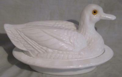 Vintage Duck on a Nest, White Milk Glass, Glass Eyes, Westmoreland Pattern