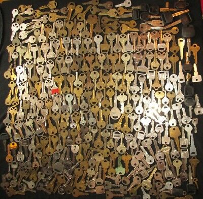 lot of 300 VINTAGE FLAT KEYS IGNITION CAR HOUSE BRASS LOCK NO SKELETON KEY