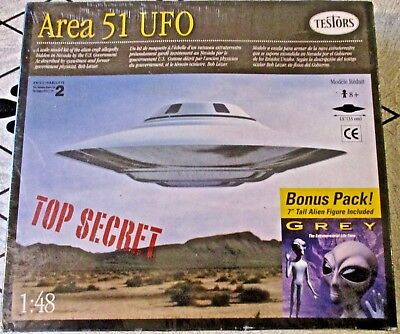 "NEW TESTORS 1996 MODEL~Area 51 UFO 1:48 w/7"" Tall Grey Alien Figure Bonus~SEALED"