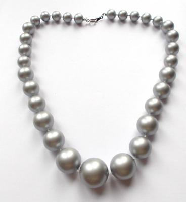 Vintage 70's Early Plastic Silver Tone /grey Pearl Beads Graduated Necklace Avon