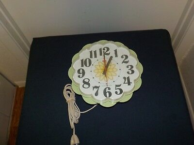 1950's General Electric GE AVOCADO FLOWER WALL CLOCK Model 2150 TESTED W  WORKS!