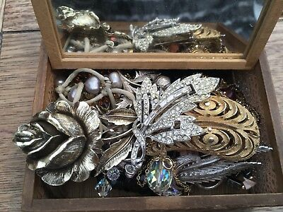 Nice Vintage Box With Vintage Jewellery, Vintage Brooches, Some For Repair