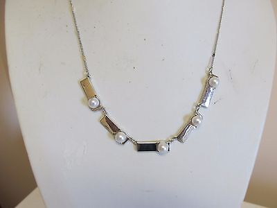 """Faux Pearl & Silver Tone Detailed Chain 18"""" Necklace"""