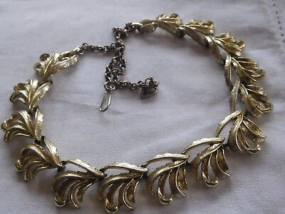 Lovely Decorative Vintage 1960s Gold Necklace by Coro
