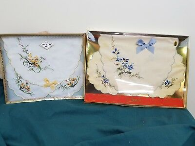 vintage box duchess set centre with 2 matching doyleys - doilies