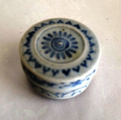 Hoi An - 15th Century - Nice Blue White Cylindrical Box, w/ Medal Deco Top  819