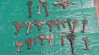 Lot of 25 Old Antique Barrel Furniture Trunk Cabinet Clock Lock Vintage Keys