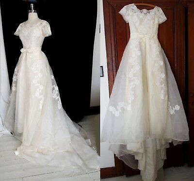 Exquisite Vintage 50s 60s Ivory SILK Lace Wedding Gown Dress w Chapel Train XS