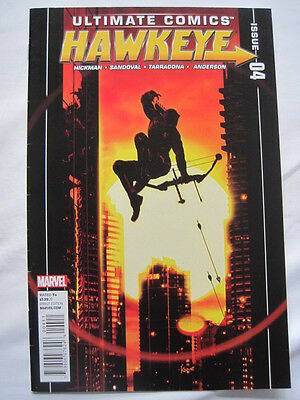 ULTIMATE COMICS : HAWKEYE  4. By Hickman & Sandoval.   MARVEL. 2012