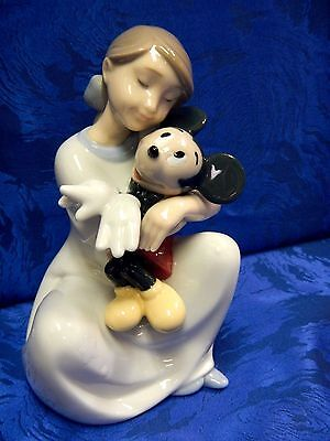 I Love You Mickey Mouse Girl Hugging Figurine Nao Disney By Lladro   1641