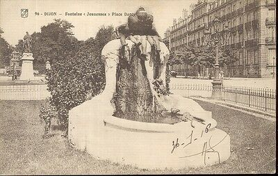 "21 - cpa - DIJON - Fontaine ""Jeunesses"" - Place Darcy"