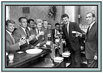 Collectors/Photograph/Print/7 x 5 Photo/Coventry City/1967/Players/Pub/Press