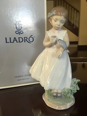 """RARE LLADRO """"Are You Tired"""" Girl With Bird Figurine RETIRED  #8059  BOX! MINT!"""