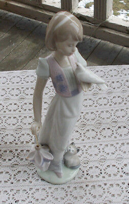 "RARE Vintage Large 9"" Lladro Figurine Girl Dove Cat Umbrella 7611 Summer Stroll"