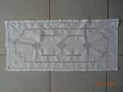 linge ancien CENTRE DE TABLE/GRAND NAPPERON broderie fait main 87 X 40 CM