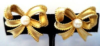 """Stunning Vintage Estate Signed S Pearl Bow Ribbon 1"""" Clip Earrings!!!! 8784Y"""