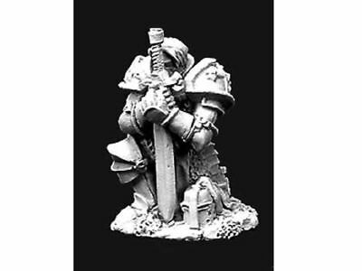 Reaper Miniatures Dark Heaven Legends 02906 Praying Paladin