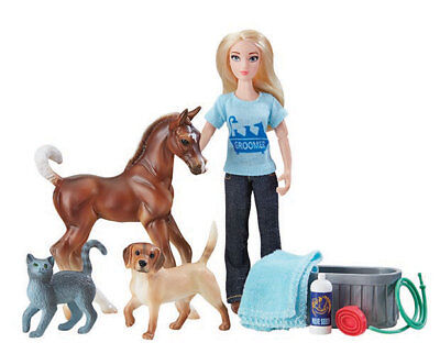 <><  Breyer classic Pet Groomer 62029 doll figure with outfit & accessories