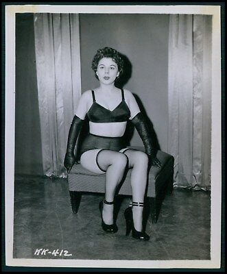 Pinup pin up near nude girl risque cheesecake woman vintage old 1950s photo ba37
